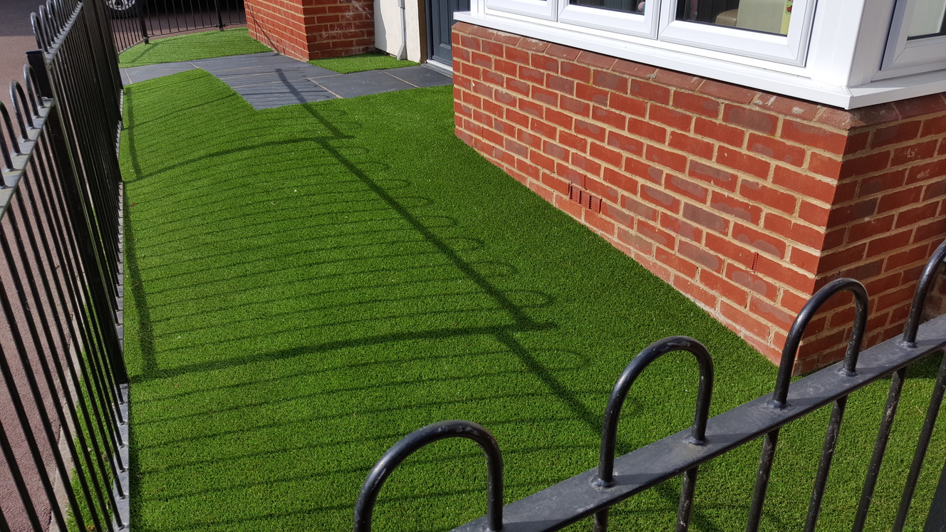 7 Reasons Artificial Grass Is Perfect for Your Front Garden