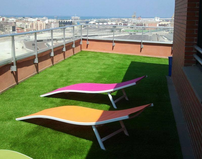 fake grass for roof garden, balcony or terrace