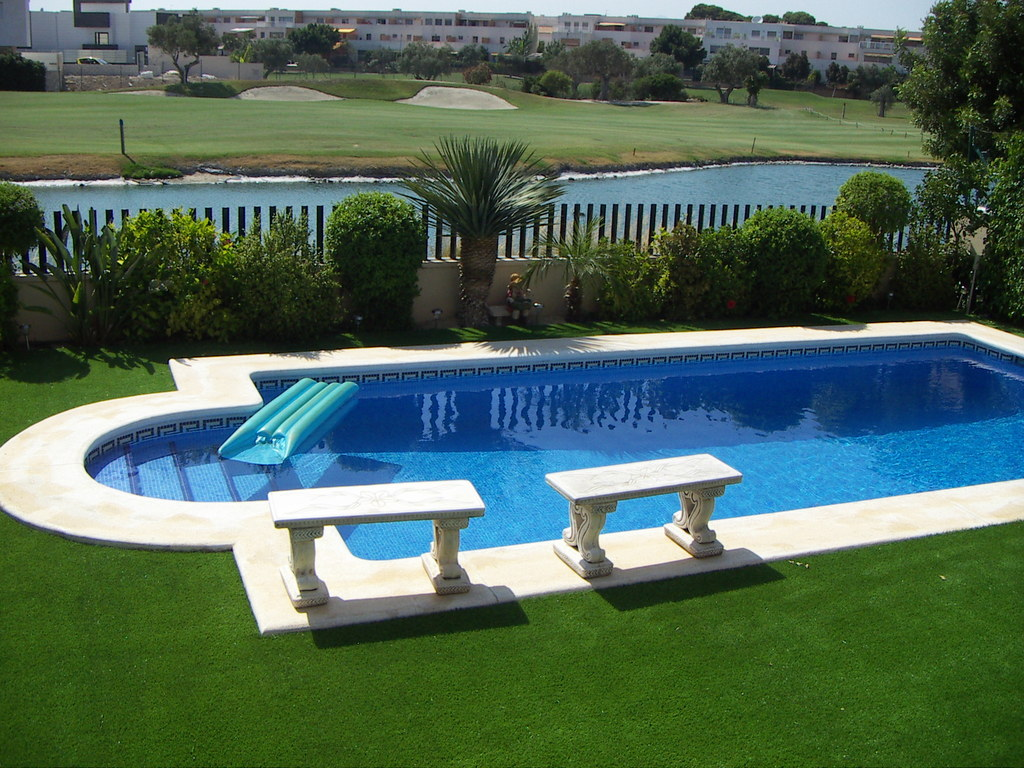 artificial grass for holiday homes