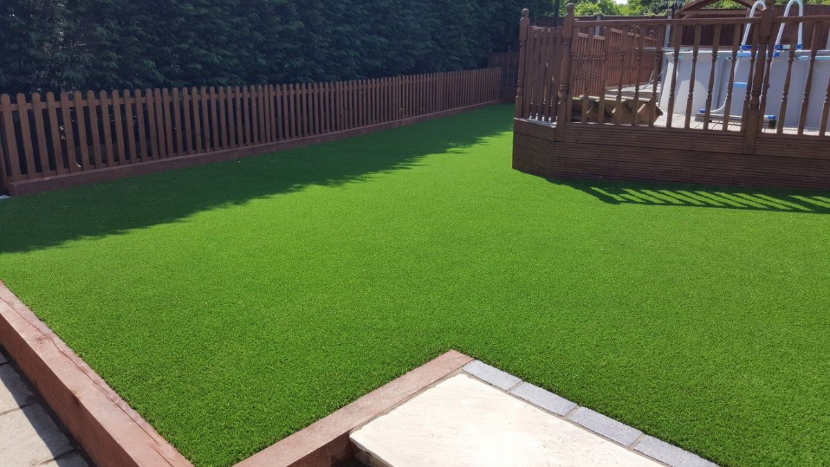 Artificial Grass in Surrey & Fake Lawn Installers