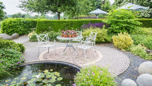 7 Reasons to Install a Garden Pond
